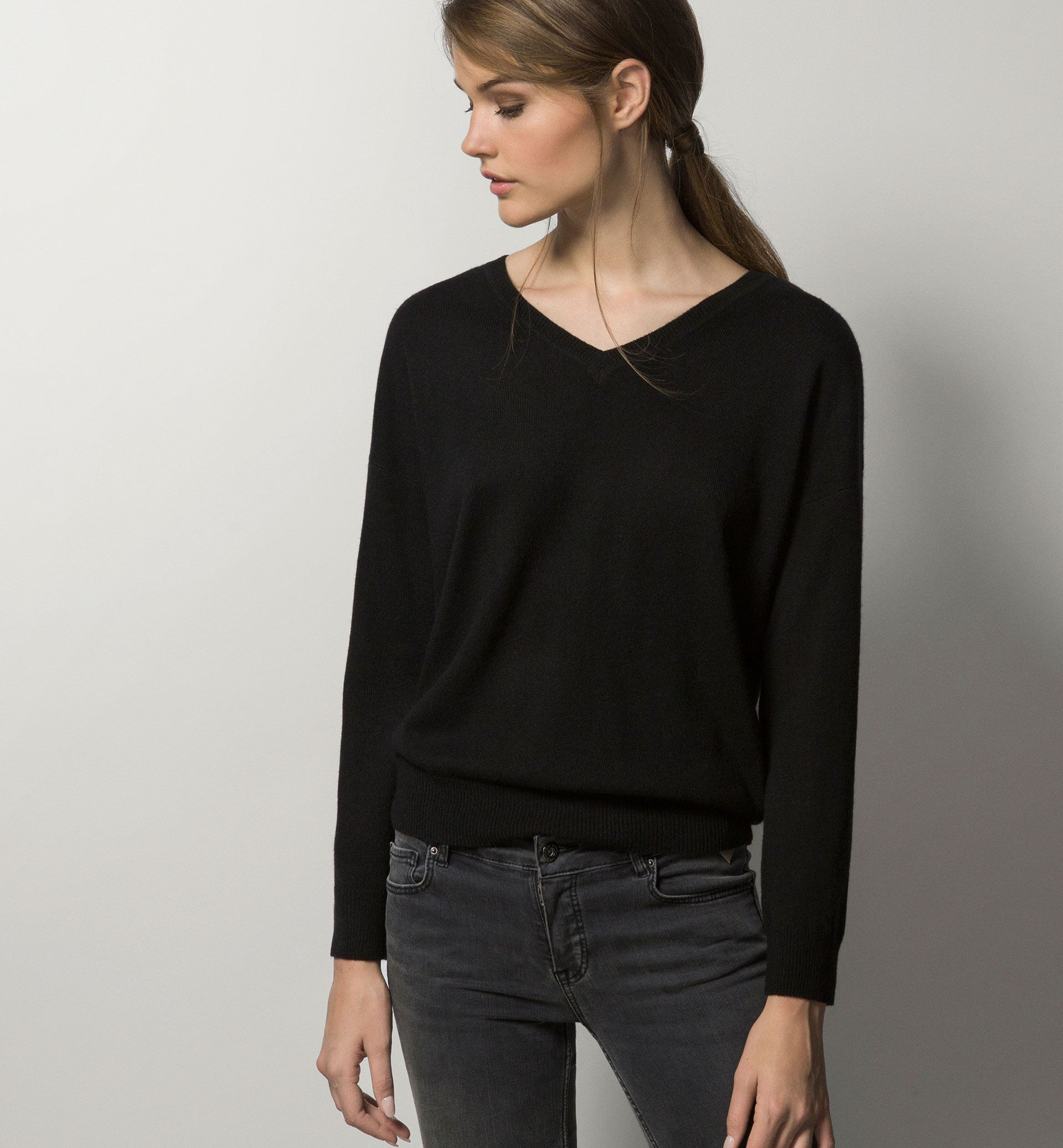 100% CASHMERE V-NECK SWEATER - Business selection - Knitwear ...