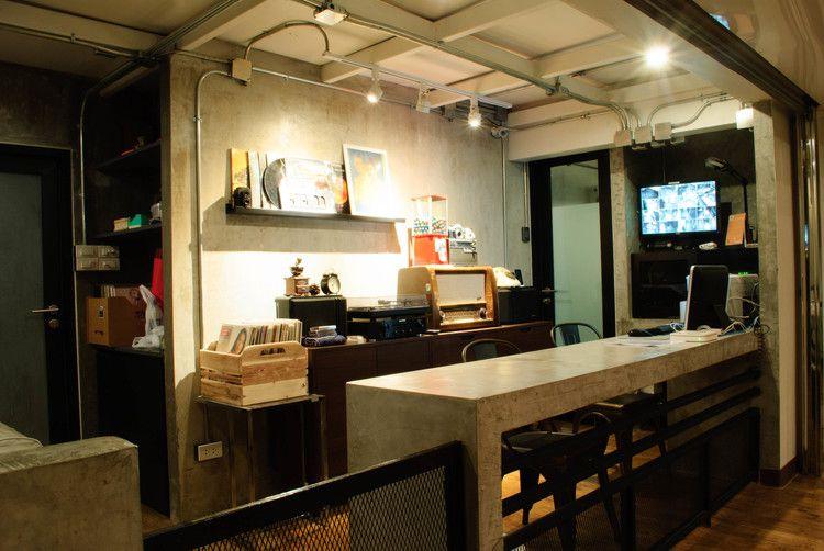 Retro Decoration Analog Bangkok Hostel click here for more details