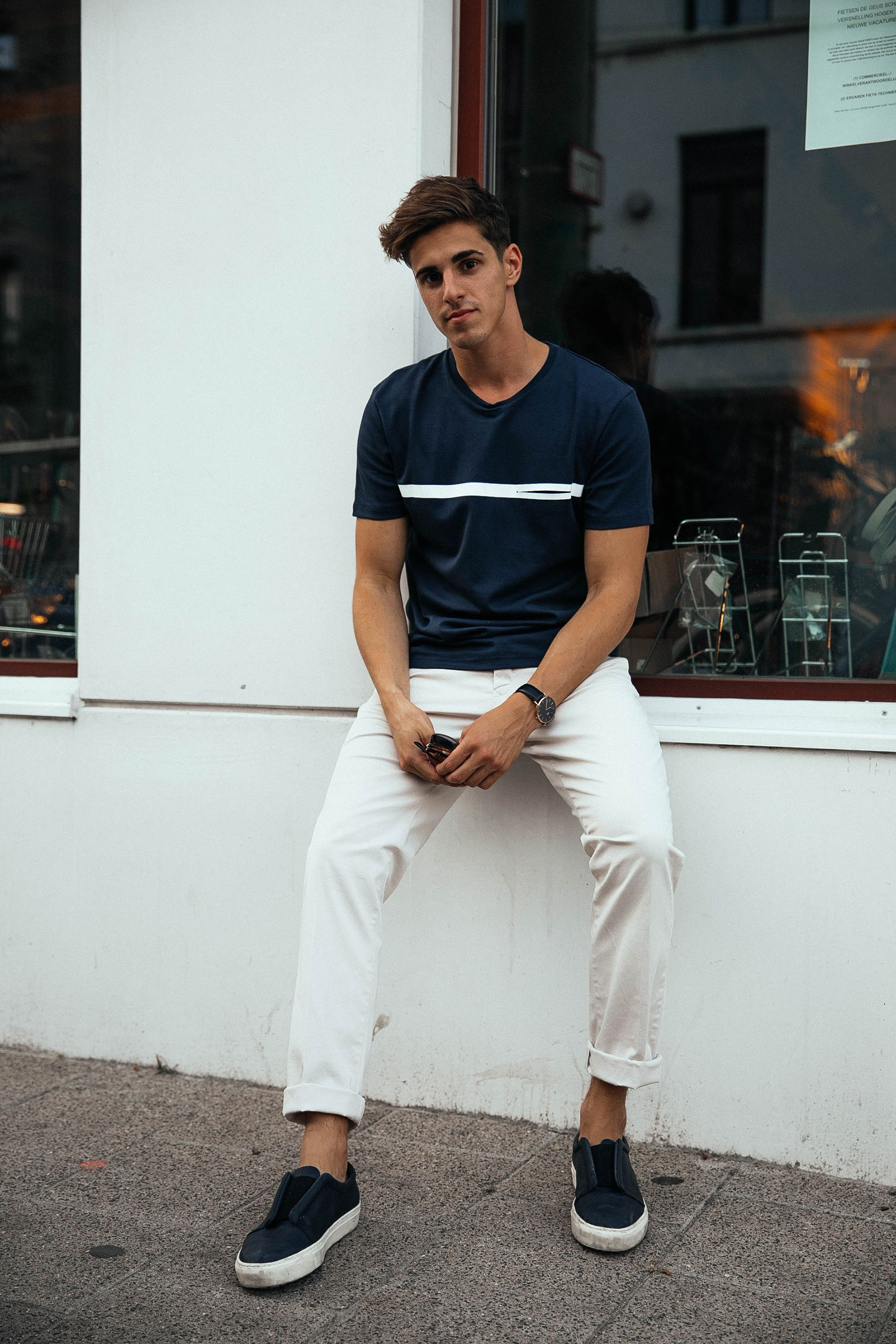 White pants + dark t,shirt \u003d a casual, summer men\u0027s outfit