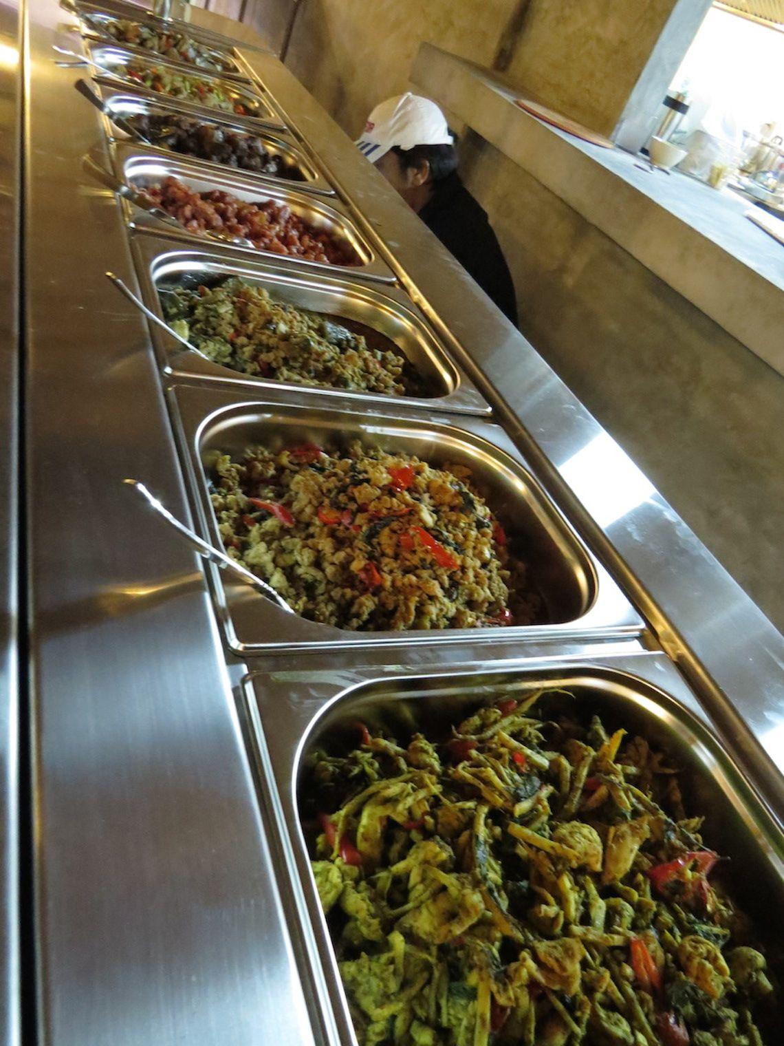 thai food near napa movie theater
