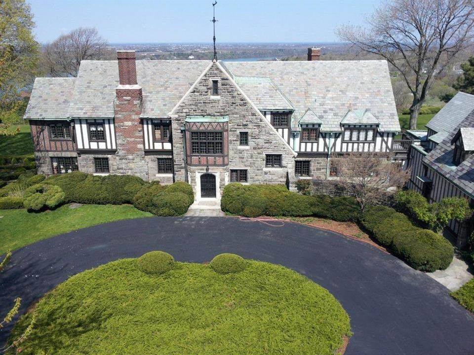 Mountain view mansion a luxury home for sale in lewiston for Luxury real estate in new york