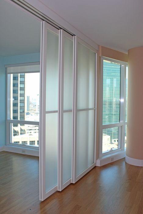 cloison amovible coulissante suspendue sur rail haut rail with cloison amovible coulissante. Black Bedroom Furniture Sets. Home Design Ideas