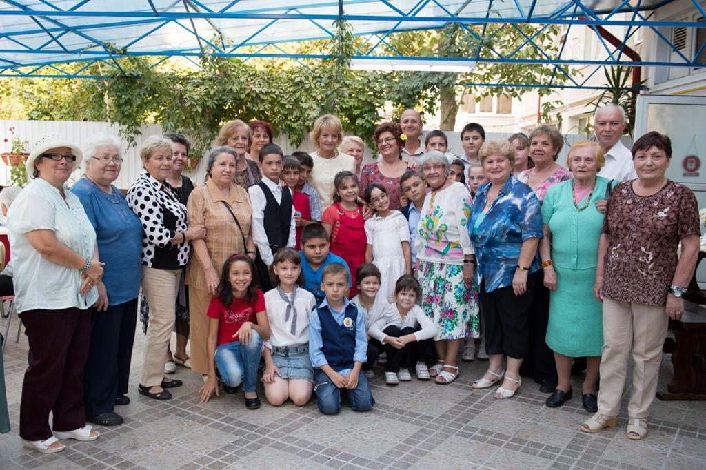 A.S.R. Principesa Margareta impreuna cu beneficiarii Fundatiei
