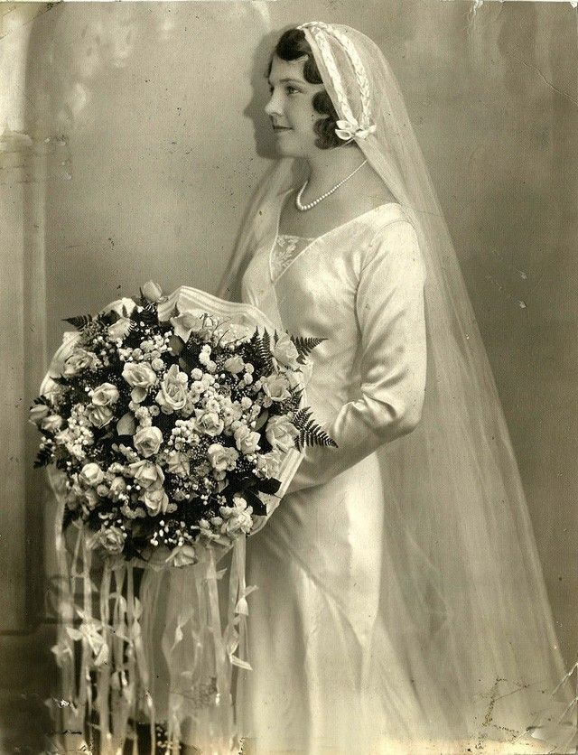 An Extravagant Bridal Bouquet Vintage Wedding Vintage Bride Vintage Wedding Photos