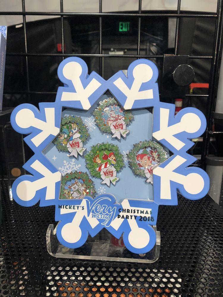 Mickeyâs Very Merry Christmas Party 2018 Snowflake 5 Pin Box Set