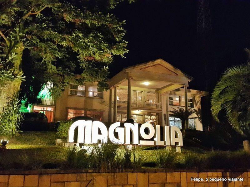 4db38b237 Magnólia Cine Gastro Bar e Empório Canela - 2 lugares super charmosos para  comer em Canela