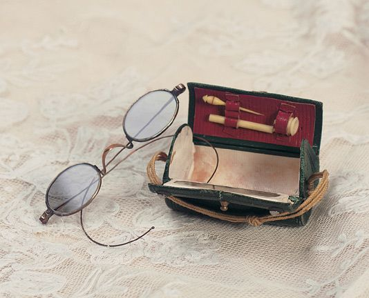 Theriault's Antique Doll Auctions - French Leather Necessaire for Poupee and Wire-Rimmed Spectacles circa 1865