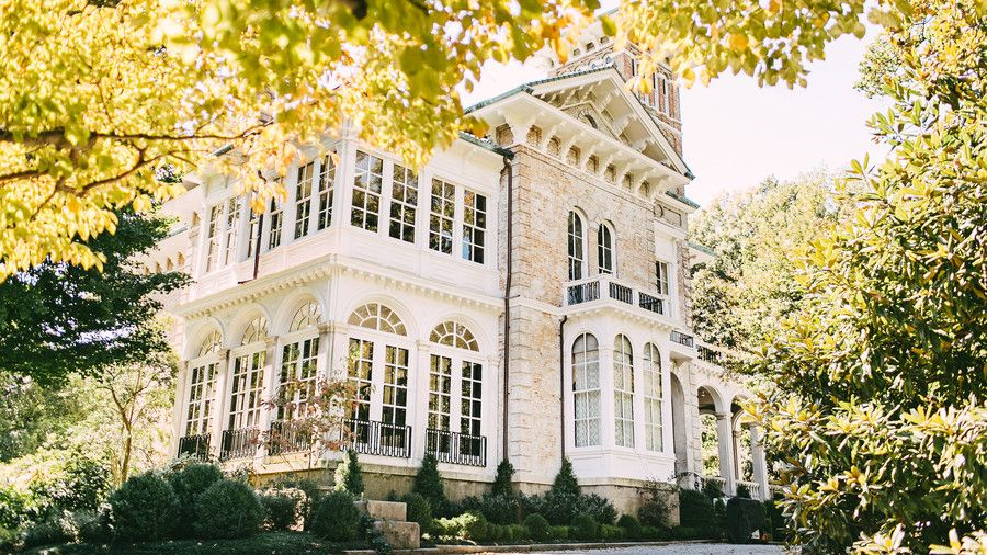 The Top 10 Wedding Venues in Memphis is part of Big garden Wedding Venues - From blooming gardens to historic estates, Bluff City brides have an abundance of wedding venues right at their fingertips