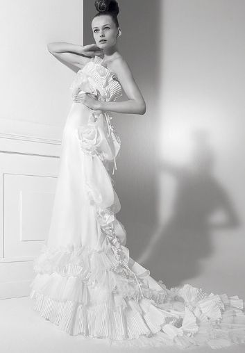 Lacroix Wedding Dresses Cristian S Bride Represents An Image That Is Both Precious