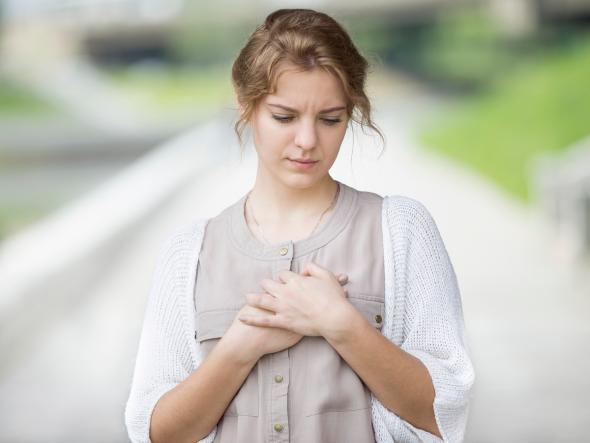 schmerzen in der brust wechseljahre