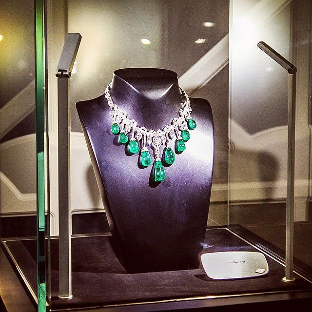 「 An amazing #vancleefandarpels Art Deco necklace with #emeralds and #diamonds, 1929. You can see more jewelry art pieces on www.margoraffaelli.com 」