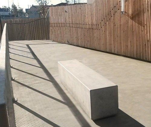 guyon assise bloc b ton lithos mobilier urbain pour un parc plus propre pinterest beton. Black Bedroom Furniture Sets. Home Design Ideas