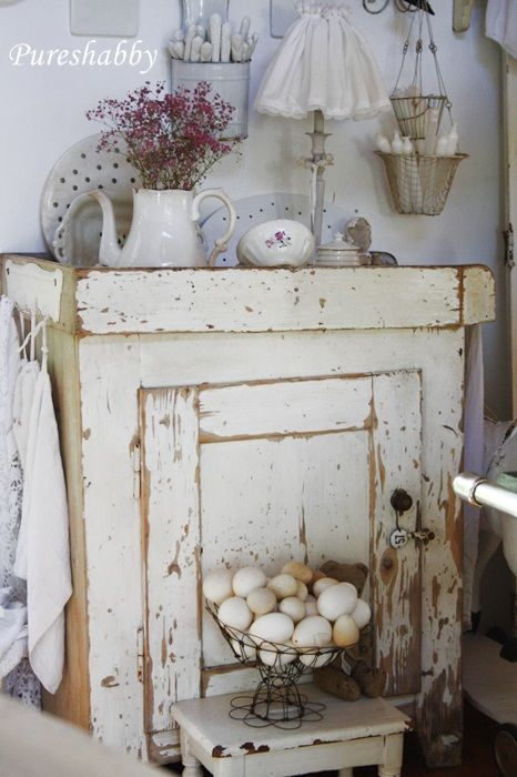Shabby Chic, love the arrangement on the \ - oster möbel schlafzimmer