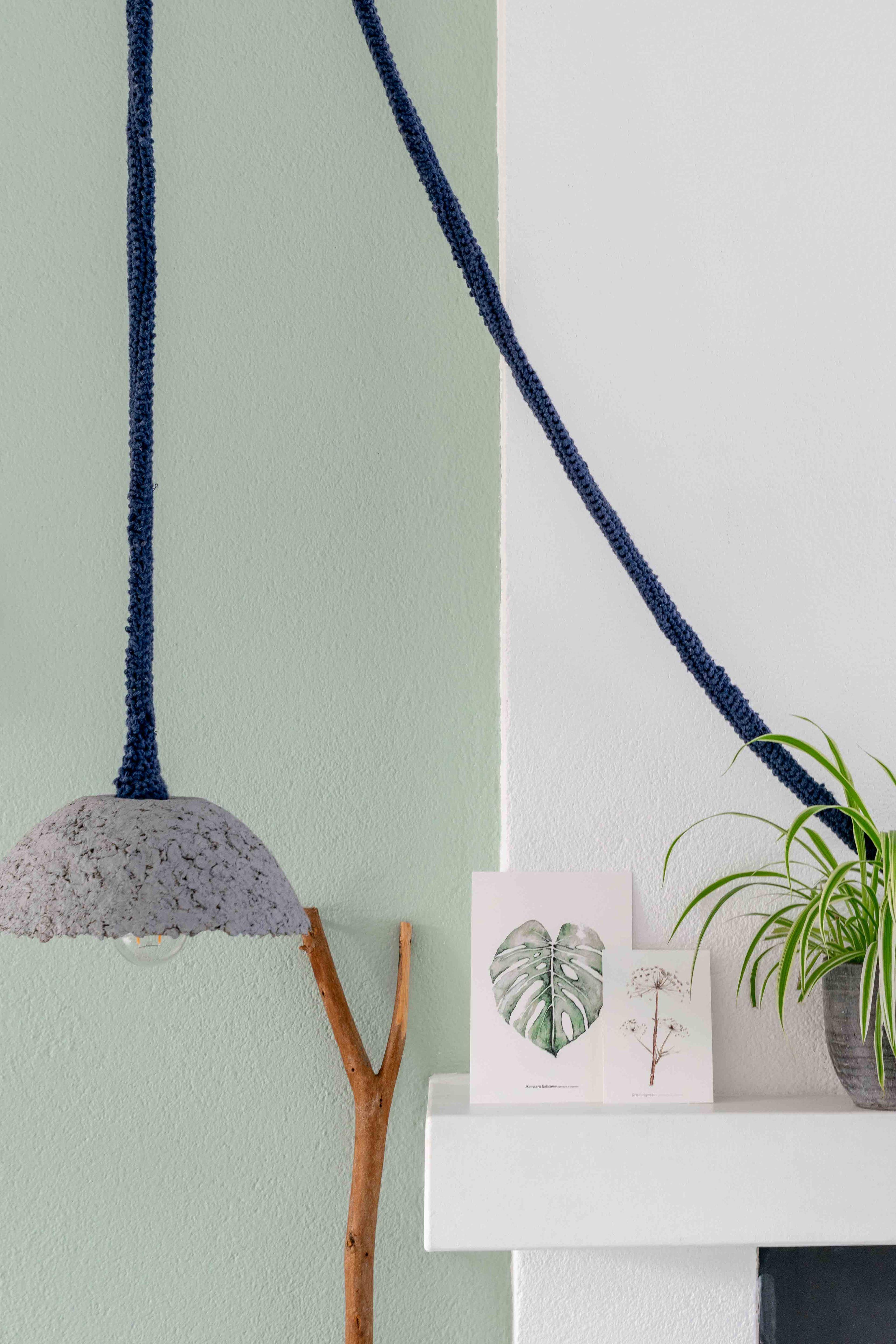 * G R O E N * De mooie kaarten op de schouw, zijn van Liz van @artprintje. Ze passen goed bij mijn groene muur en planten, blij mee🙌😀 Geniet van je zaterdag🌸 #tuin #garden # plantlover #groen #lamp #artprintje #urbanjungle #herfst #wallart #kaarten #capturethatinterior #capturethatinteriorpro #colourmyhome #couleurlocale #meetmycolors #diy #interiorstyling #interiordetails #decorationideas #myhometoinspire #vtwonenbijmijthuis #homeadore #interieuraddict #kleurjeinterieur