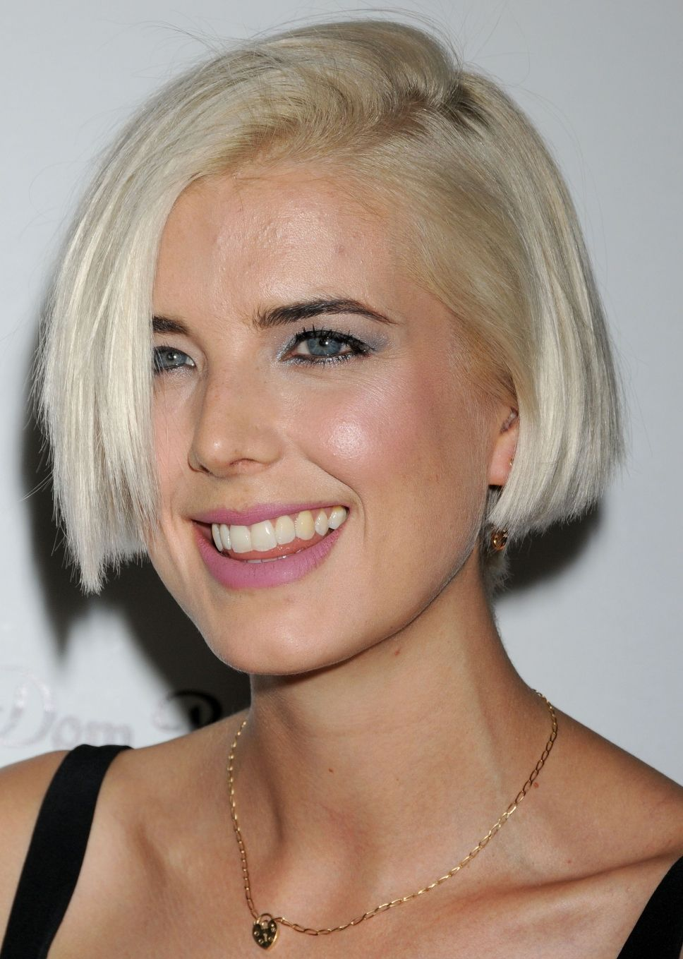 Heroine haircut images british model agyness deyn  inspiration for the heroine of a way