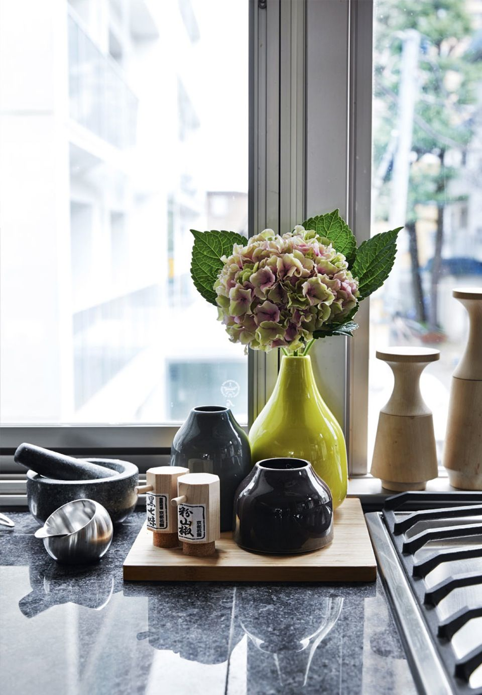 Kähler vases  | -★-  |  Nicolai Bergmann invites us into his family's townhouse in the middle of Tokyo.
