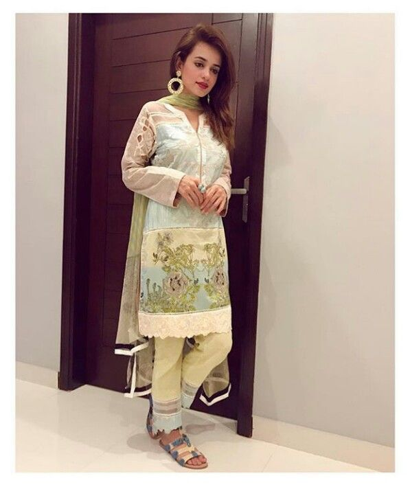 Beautiful Iftar Wear Dress!  #Gorgeous #Elegant  #SummerCasual #SumbuliqbalKhan #LuxuryLawn #SummerOutfits #Fabric_ISM #Ramadan2017 #PakistaniFashion #PakistaniActresses #PakistaniCelebrities  ✨