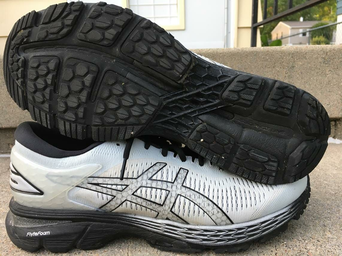 The Asics Kayano 25 Is An All Around Great Stability Trainer Built For Miles Upon Miles It S Sole Can Feel Bulky At Times And The Price May Turn So Sportkleding