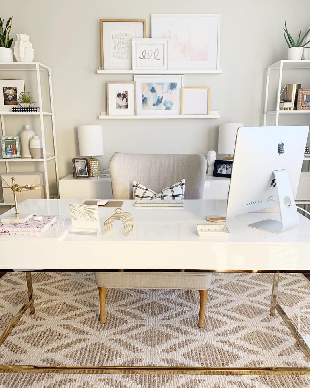 Create A Home Office That Works For You When You Need A Serious Workspace Choose A Layout Furnishings Home Office Design Cozy Home Office Home Office Setup