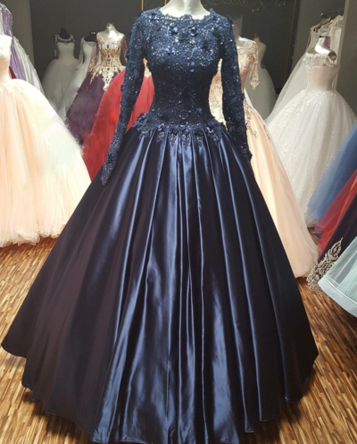 1717d62e695 Navy Blue Ball Gown Prom Dress with Long Sleeves Scoop Neck Pleated Satin  and Lace Applique Flowers Formal Dresses Evening Party Gowns