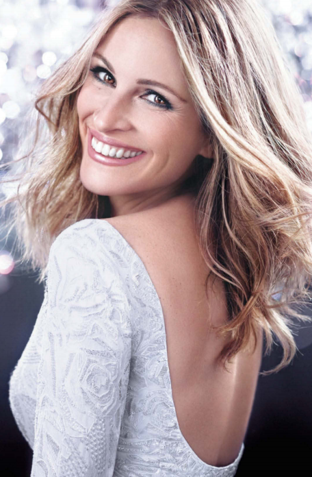 """917504925fad9b Julia Roberts is a very """"pretty woman"""" in a long-sleeve, white fully-beaded  dress"""