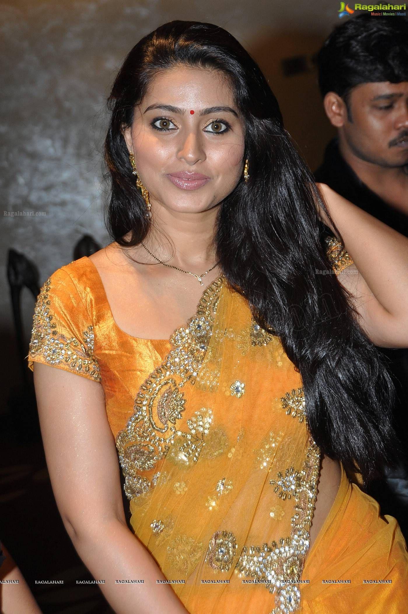 Sneha Hot In Saree Latest Hot Pics