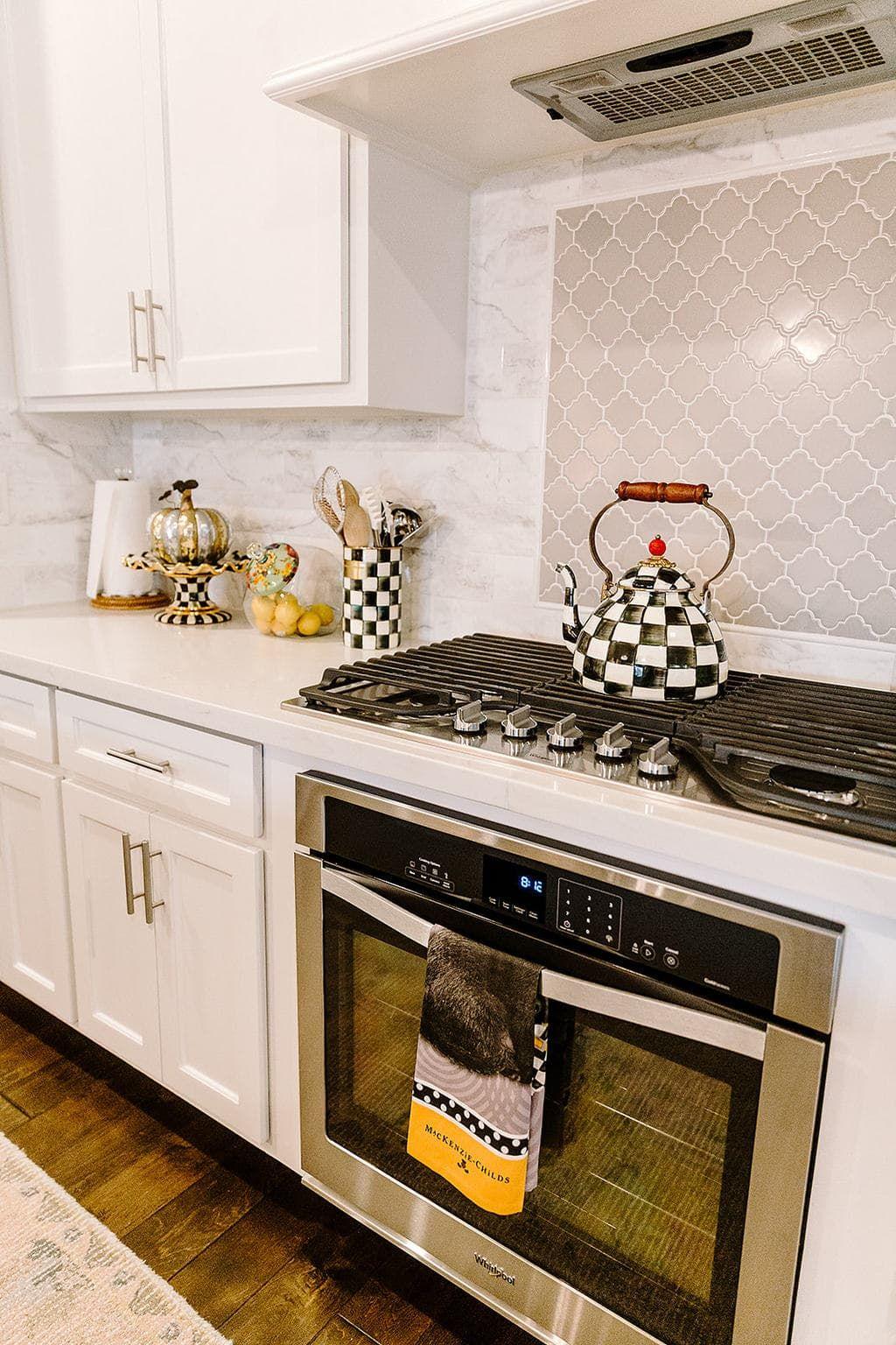 Courtly Check Sprinkled Around The Kitchen Counter Space Kitchen Furnishings Kitchen Counter Decor Kitchen Decor