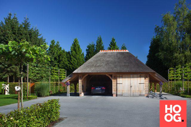 Eikenhouten carport met rieten dak | carport | Pinterest