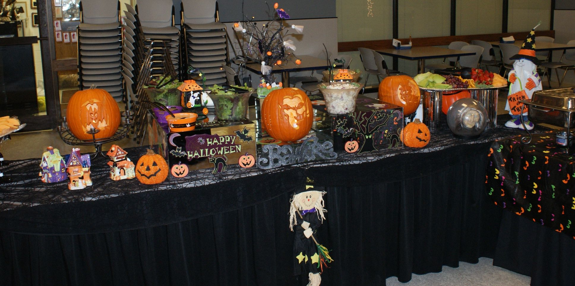 halloween display tables | ... Halloween pumpkin carvings are done ...