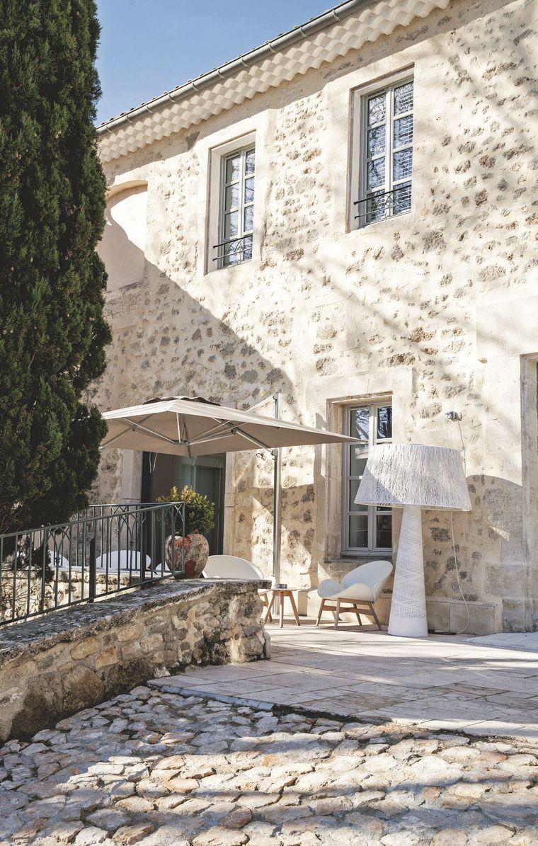Decorative Hotel Convent Of The Minimes In The Alpes De Haute Provence Decorative Stop In A Convent Hotel I En 2020 Maison En Provence Maison En Pierre Jolie Maison