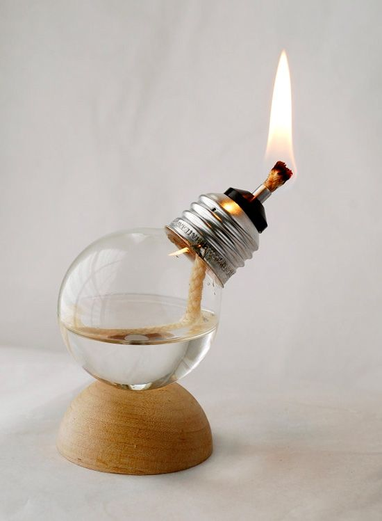 5 Creative Uses for Old Glass Light Bulbs | RenewPurpose  Ta lärdom! Snyyyygga bilder.