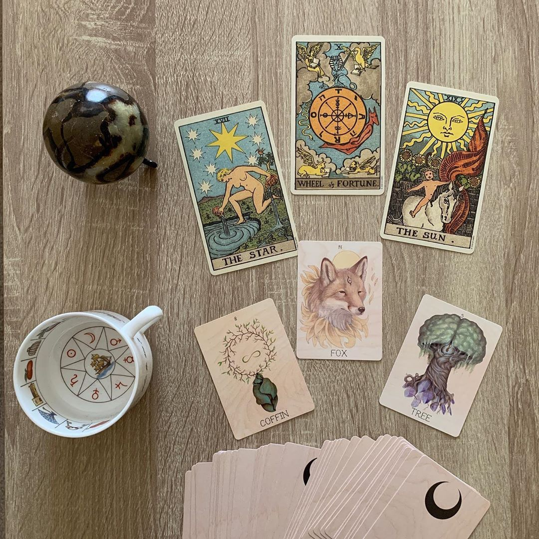 There is now a FREE Tarot for Beginners E-Book available on