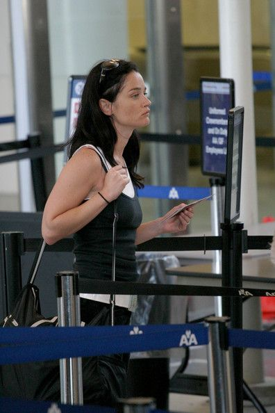 Robin Tunney Photos Photos - Celebrities at LAX airport. - LAX Arrivals