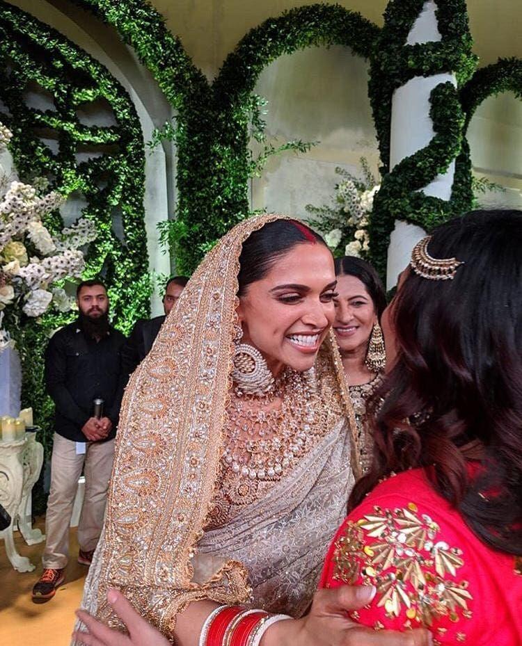 Sneak Peek Deepika Padukone And Ranveer Singh Shower Warmth And Love As They Greet Their Guests At Their Reception Hungryboo Deepika Padukone Style Deepika Padukone Saree Indian Wedding Outfits