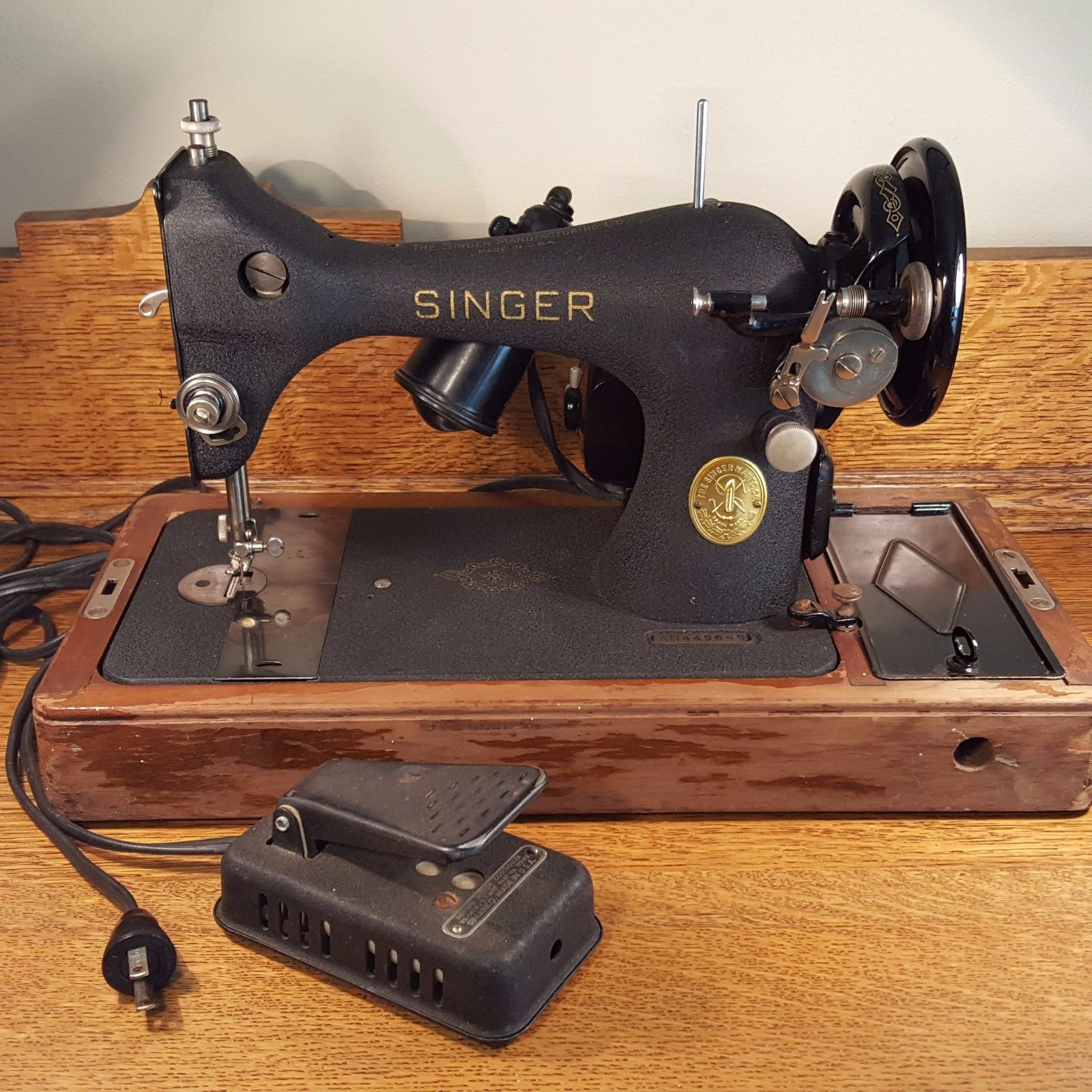 Singer Sewing Machine Model 128 In Bentwood Case Ah445645 Runs
