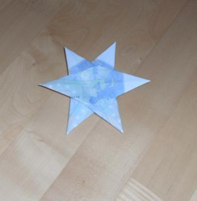 geldscheine falten geldstrau mit sternen geldgeschenk. Black Bedroom Furniture Sets. Home Design Ideas