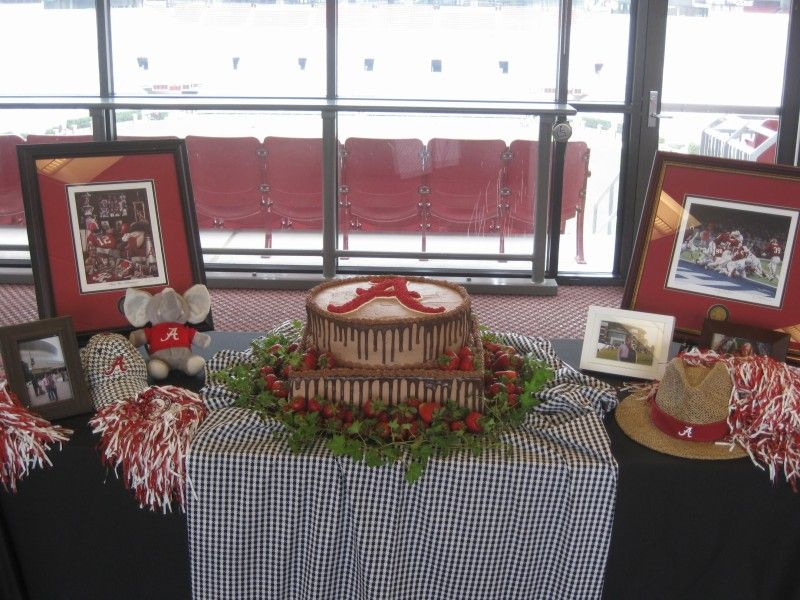 table decoration ideas our alabama grooms cake by kay vaughn at our reception in bryant denny stadium