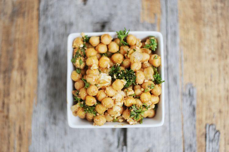 Der beste Salat zum Grillen: Kichererbsensalat – Bonny und Kleid