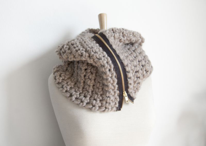 Chunky Crochet Zipper Cowl -make one | creating sort of life ...