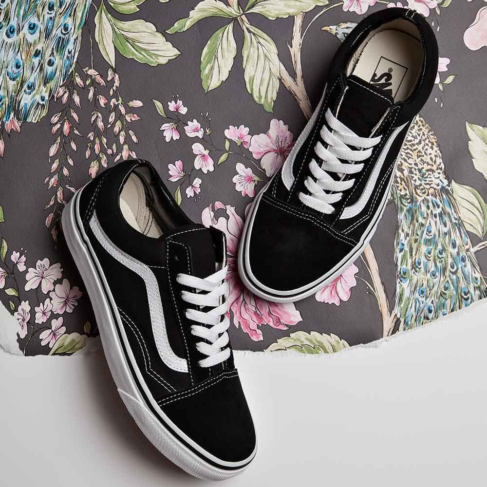 An old school classic, the Vans Womens Old Skool Trainer available ...