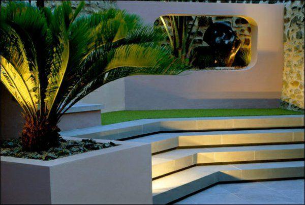 Moderne Terrasse Gestalten Aus Stein Und Versteckter Beleuchtung ... Moderne Gartenterrasse Wohnung Dachterrasse