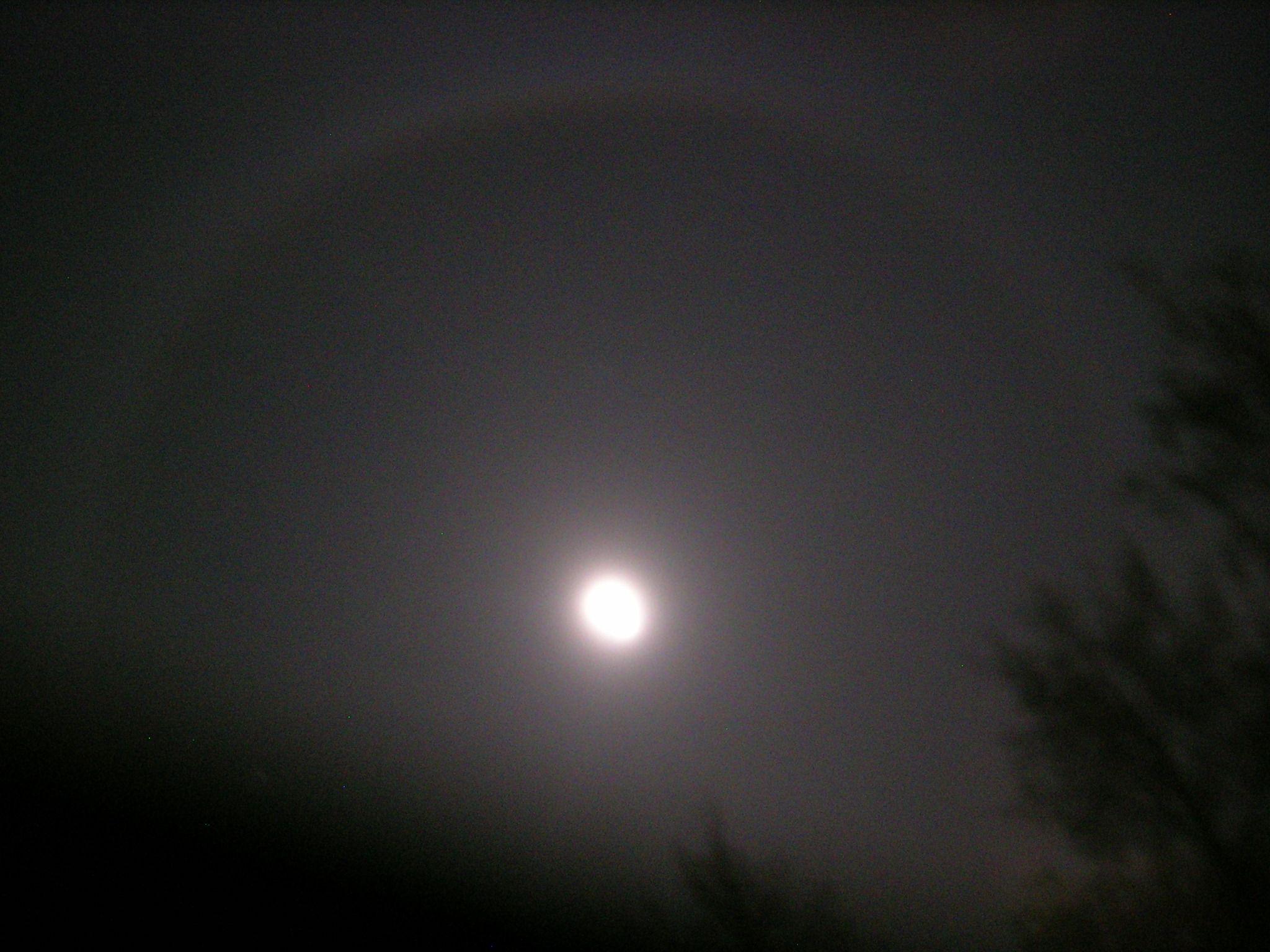 Full moon halo !