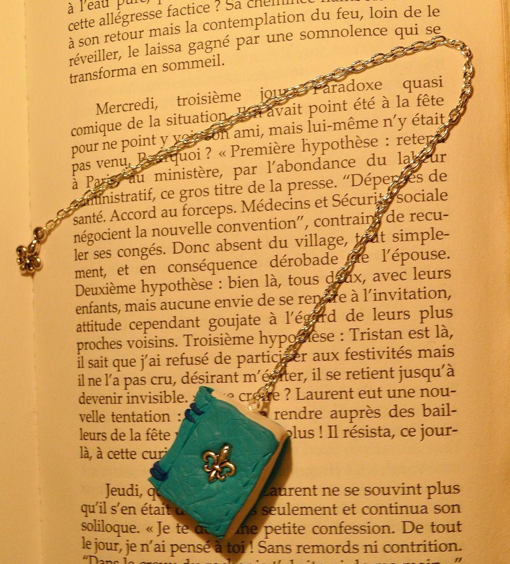 Marque Page Chaine Argent Et Son Petit Livre Turquoize Couverture