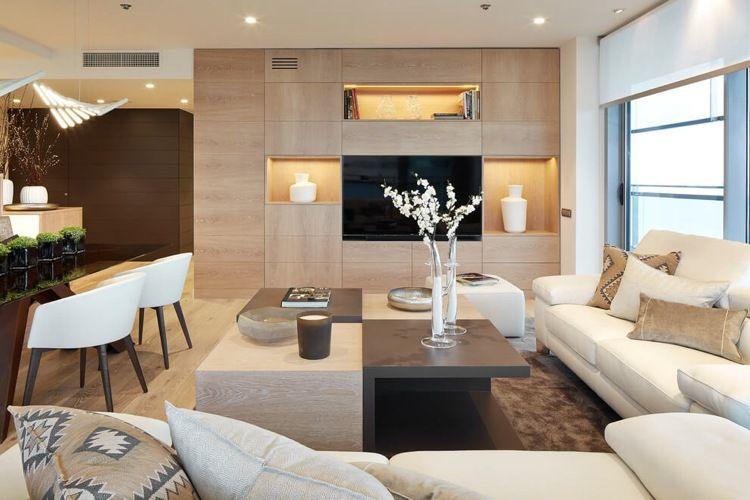 Wandfarbe Cremeweiß wandfarbe cremeweiß und moderne wohnwand in heller holzoptik