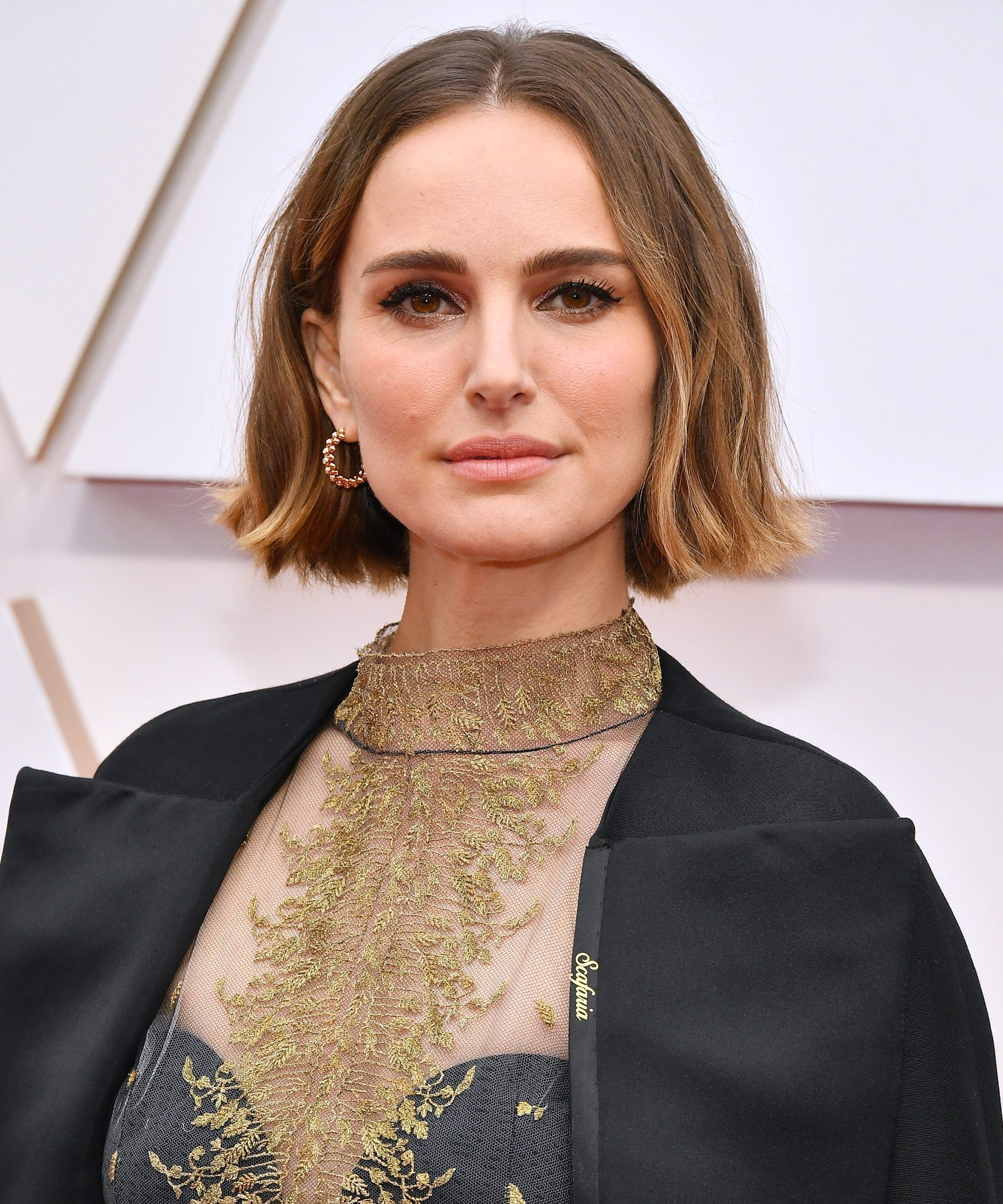 Photo of The $5 Dry Shampoo That Gave Natalie Portman French-Girl Waves At The Oscars