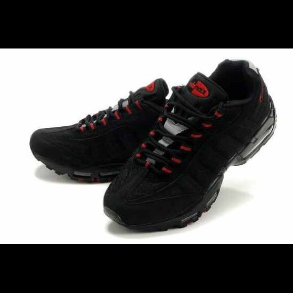 MEN'S NIKE AIR MAX 95 BLK/RED💯 Used men's black with red