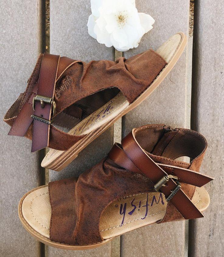 1ce36417efb020 Blowfish Shoes sandal