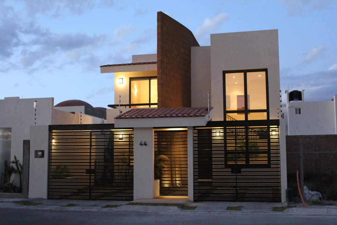 10 portones espectaculares para la entrada de tu garage for Fachadas de casas modernas con zaguan