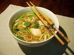 Recette top : tout est expliqué en detail! Soupe de poulet, nouilles chinoises, ciboule, gingembre & coriandre