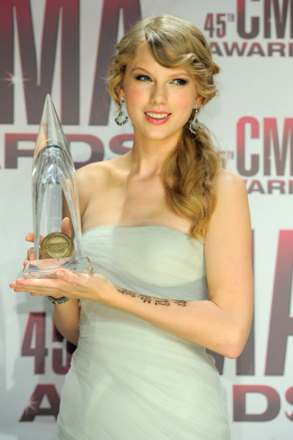 Entertainer of the year! #TaylorSwift